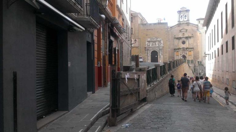 Pamplona-street-horizontal