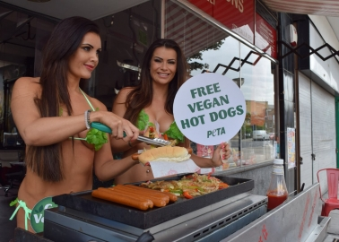Former London Butcher Serves Up Cruelty-Free Hot Dogs!