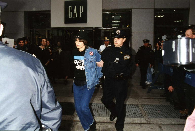 p_leather_india_2_anti_leather_campaign_chrissie_hynde_arrest_001