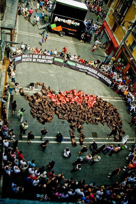 Pamplona human bull shape