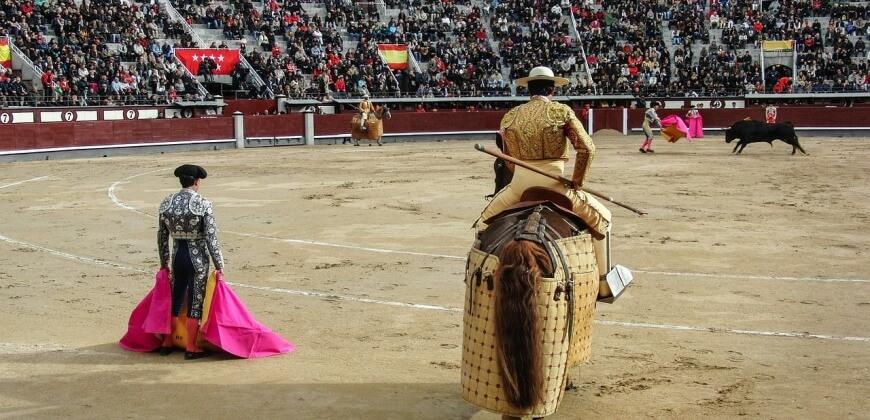bullfighting ring and mantadors