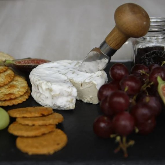 Camembert-style Cashew Cheeze bella cheeze