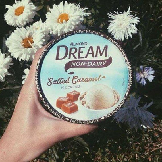 Almond Dream tub
